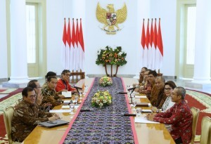 President Jokowi accompanied by a number of ministers receives the leaders of Corruption Eradication Commission (KPK) at the Bogor Presidential Palace, West Java, on Wednesday (4/7) (Photo: Oji/PR)