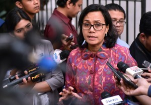 Finance Minister answers reporters' questions after a Plenary Cabinet Meeting at the Bogor Presidential Palace, West Java, Wednesday (18/7). (Photo by: Agung/Public Relations Division).