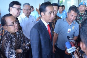 President Jokowi answers reporters' questions after attending an event at Graha Pradipta Jogja Expo Center (JEC), Yogyakarta, Wednesday (25/7). (Photo by: Fitri/Public Relations Division)
