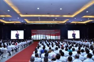 Presiden memberikan Peningkatan Kapasitas Pemerintahan Desa dan Lembaga Kemasyarakatan Desa Tahun 2018, di Graha Pradipta Jogja Expo Center (JEC), Yogyakarta, Rabu (25/7). (Foto: Humas/Fitri).