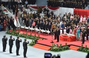 Presiden Jokowi menjadi Inspektur Upacara Peringatan ke-72 Hari Bhayangkara Tahun 2018, di Istora Senayan, Jakarta Selatan, Rabu (11/7) pagi. (Foto: JAY/Humas)