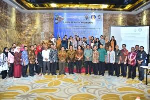 Para peserta Forum Tematik Bakohumas Kemendesa PDTT berfoto bersama di sesi pertama, Senin (23/7) malam.