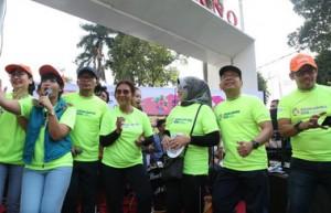 Mensesneg, Menteri Ketenagakerjaan, dan Menteri Kelautan dan Perikanan nampak ikut memeriahkan Setneg Fun Run Asian Games 2018 di Jakarta, Minggu (29/7). (Foto: Humas Kemensetneg).