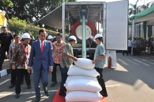 Presiden saat meninjau pameran Indo Livestock 2018 Expo & Forum di Jakarta Convention Centre (JCC), Senayan, Jakarta, Jumat (6/7). (Foto: Humas/Jay).