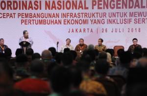 Menko Perekonomian memberikan laporan dalam Rapat Koordinasi Nasional (Rakornas) Pengendalian Inflasi Tahun 2018, di Grand Sahid Jaya, Jakarta, Kamis (26/7). (Foto: Humas/Jay).