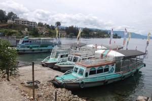 Kapal-di-Toba-300x199