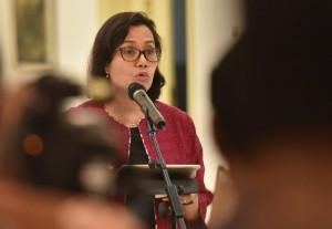 Menkeu Sri Mulyani menyampaikan keterangan pers, di Istana Kepresidenan Bogor, Jabar, Senin (9/7) sore. (Foto: Rahmat/Humas)