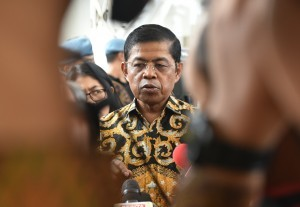 Social Affairs Minister Idrus Marham answers reporters' questions at the Bogor Presidential Palace, West Java, Tuesday (24/7). (Photo by: Rahmat/Public Relations Division)
