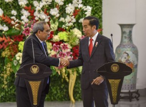 Presiden Jokowi dan Presiden Peter Christian dalam keterangan pers bersama Presiden Joko Widodo (Jokowi), di ruang Garuda, Istana Kepreidenan Bogor, Jawa Barat, Rabu (18/7). (Foto: Humas/Agung)