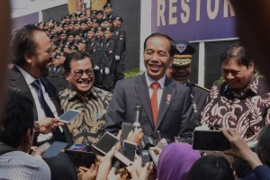 President Jokowi answers reporters' question after attending the Nasdem Party event in Jakarta, Monday (16/7). (Photo by: Oji/Public Relations Division)