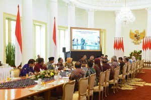 President Jokowi meets with a number of Regents at the Bogor Presidential Palace, West Java, on Thursday (5/7). (Photo: Oji/ Public Relations Division)