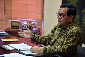 Seskab Pramono Anung dalam wawancara menyambut Hari Anak Nasional Indonesia (HANI) 2018 yang jatuh pada 23 Juli ini, di ruang kerjanya, Jakarta. (Foto: Humas/Rahmat)
