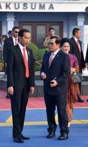 Presiden dan Seskab sebelum keberangkatan di Halim Perdanakusumah, Jumat (27/7). (Foto: BPMI)