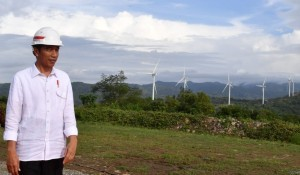 President Jokowi inaugurates Wind Farm in Sidrap Regency, South Sulawesi Province, on Monday (2/7). (Photo by: Bureau of Press, Media and Information)