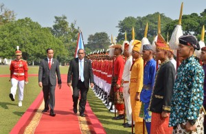 Presiden Jokowi menyambut Presiden Federasi Serikat Mikronesia Peter M. Christian, di Istana Kepresidenan Bogor, Jawa Barat, pada Rabu (18/7). (Foto: Humas/Jay)