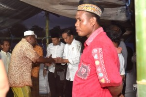 Presiden Jokowi meninjau pengungsi di Lombok Utara, NTB, Senin (13/8). (Foto: BPMI).