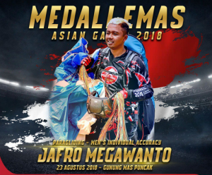 Paragliding athlete Jafro Megawanto wins gold at Gunung Mas, Puncak, Cianjur, West Java Province, on Thursday (23/8). (Photo: IST)