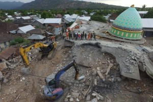 Rescuers use excavators to search for victims in North Lombok, West Nusa Tenggara