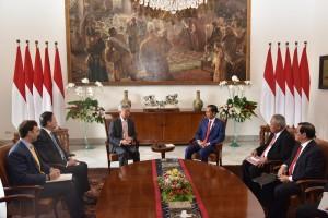 Suasana pertemuan antara Presiden Jokowi dengan delegasi AIIB, di Istana Kepresidenan Bogor, Jawa Barat, Kamis (30/8) pagi. (Foto: OJI/Humas)