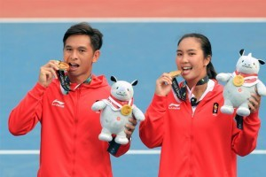 Aldila Sutjiadi-Christopher Rungkat grab gold medal in tennis mixed doubles