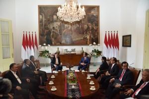 Presiden Jokowi didampingi sejumlah menteri menerima mantan Wakil PM Malaysia, Anwar Ibrahim, di Istana Kepresidenan Bogor, Jabar, Kamis (30/8) pagi. (Foto: OJI/Humas)
