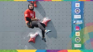 Aries Susanti when competing at JSC Sport Climbing, Palembang, South Sumatera, Thursday (23/8).