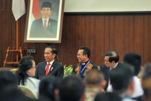 Presiden Jokowi saat bertemu Pengurus Pusat dan Pimpinan Gereja anggota Persekutuan Gereja-gereja di Indonesia (PGI), di Lantai 5 Kantor PGI, Salemba, Jakarta Pusat, Jumat (24/8). (Foto: Humas/Jay).