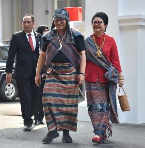 Seskab Pramono Anung mengenakan busana adat daerah NTT saat menghadiri peringatan HUT ke-73 RI di Halaman Istana Merdeka, Jakarta, Jumat (17/8). (Foto: Humas/Deni)