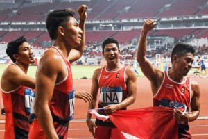 Indonesia athletic team who compete in men's 4x100 meters relay won silver medal in the final round, at GBK Main Stadium, Jakarta, Thursday (30/8). (Photo: IST)
