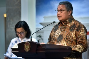 Governor of central bank Bank Indonesia Perry Warjiyo on press conference after Limited Cabinet Meeting at the Presidential Office, Jakarta, Tuesday (8/14). (Photo by: Agung/Public Relations).