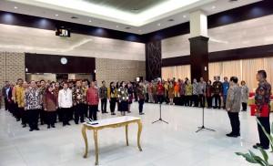 Seskab saat melantik 66 pejabat baru di lingkungan Sekretariat Kabinet, Selasa (14/8). (Foto: Humas/Agung)