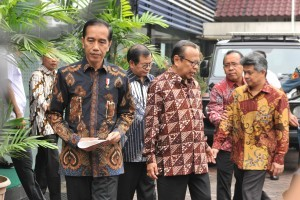 President Jokowi is accompanied by Chairman of KWI Mgr. Suharyo, Jakarta, Friday (24/8) morning. (Photo by: Jay/ Public Relations Division)