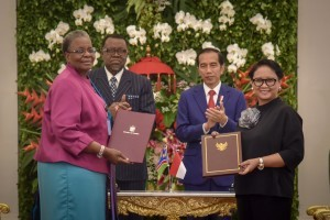 President Jokowi and President of Namibia Hage Gottfried Geingob, witness the signing of cooperation agreement between the two countries, at Bogor Presidential Palace, West Java Province, Thursday (30/8). (Photo: Oji/PR)