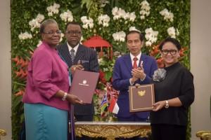 Presiden Jokowi dan Presiden Namibia Hage Gottfried Geingob,menyaksikan penandatangan kerjasama kedua negara, di Istana Kepresidenan Bogor, Jawa Barat, Kamis (30/8) siang. (Foto: OJI/Humas)