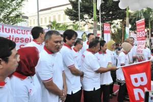 Para pejabat terkait yang hadir saat peluncuran B20 di lapangan kantor Kementerian Keuangan (Kemenkeu), Lapangan Banteng, Jakarta, Jumat (31/8). (Foto: Humas/Jay)