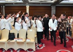 Presiden Jokowi memasuki Imperial Ball Room 2, Hotel The Rich Jogja, Kabupaten Sleman, Yogyakarta, Rabu (29/8) siang, untuk membuka Mahasabha XI KMHDI. (Foto: Humas Kominfo)