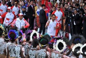 Presiden saat membawa obor Asian Games Kamis (16/8) kemarin. (Foto: Humas Setkab)