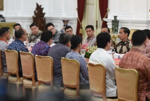 Presiden Jokowi bertemu dengan pengusaha 'Generasi Kedua', di Istana Merdeka, Jakarta, Senin (27/8) siang. (Foto: Rahmat/Humas)