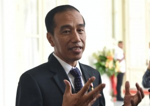 President Jokowi answers reporters' questions regarding Lombok earthquake, at the Merdeka Palace, Jakarta, Monday (8/20). (Photo by: Oji/Public Relations).