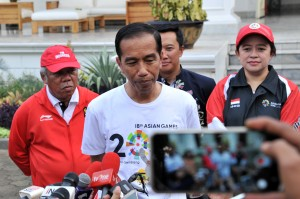 President Jokowi talks to the press (Photo by: Jay/Public Relations Division)
