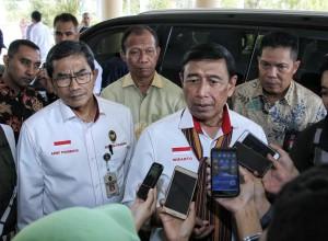 Menko Polhukam Wiranto n=memberikan keterangan kepada wartawan. (Foto: Kemenko Polhukam)