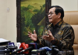 Cabinet Secretary Pramono Anung answers questions from reporters at his office in Jakarta, Wednesday (29/8). (Photo by: Public Relations Division of Cabinet Secretariat/Jay).
