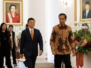 President Joko Widodo meets with Jack Ma and Alibaba Group in the Garuda Room, Bogor Presidential Palace, West Java, Saturday (1/9). (Photo by: Nia/Public Relations).