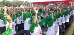 Para peserta yang mengikuti Kampanye Pencegahan Stunting Itu Penting di Bundaran Hotel Indonesia, Minggu (16/9). (Foto: Kemenkes)