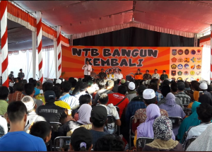 President Jokowi at the handover ceremony for renovating earthquake victims' houses, in Pemenang Subdistrict, North Lombok, NTB. (Photo by: Presidential Secretariat)