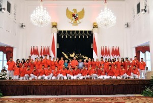 President Jokowi with the 2018 Asian Games Medalists at the State Palace, Jakarta, Sunday (2/9). (Photo by: Jay/Public Relations Division)