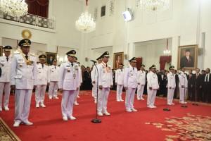 Inilah 9 pasangan Gubernur dan Wakil Gubernur yang dilantik oleh Presiden Jokowi, di Istana Negara, Jakarta, Rabu (5/9) pagi. (Foto: OJI/Humas)