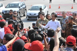 President Jokowi answered journalists' questions after attending the Export Dispatch of Toyota Car, at Tanjung Priok Port, Jakarta, Wednesday (5/9). (Photo by: Jay/Public Relations).