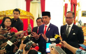 President Jokowi responds to the reporters' questions after the Inauguration of Governor and Deputy Governor of West Nusa Tenggara, at the Merdeka Palace, in Jakarta, Wednesday (9/19). (Photo: Jay/Public Relations Division)