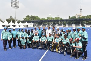 Presiden Jokowi berfoto bersama para atlet Lawn Ball, di Komplek Stadion GBK, Jakarta, Kamis (27/9) pagi. (Foto: JAY/Humas)